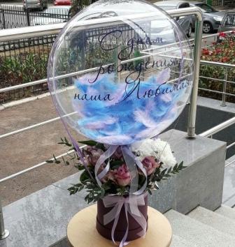 Бабблс с коробкой цветов