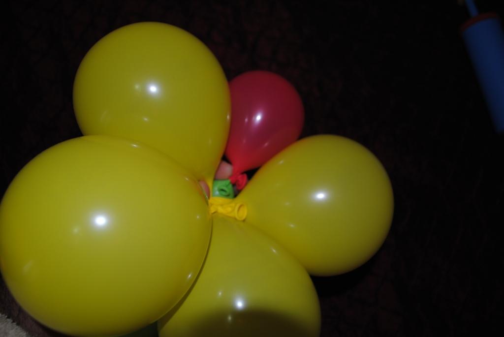 Цветок из круглых шаров фото