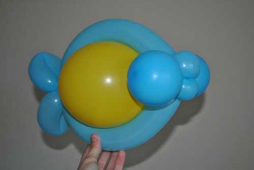 из воздушных шариков Рыбка